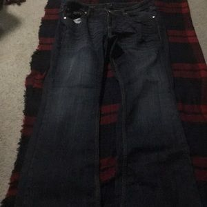 Cute dark blue jeans.